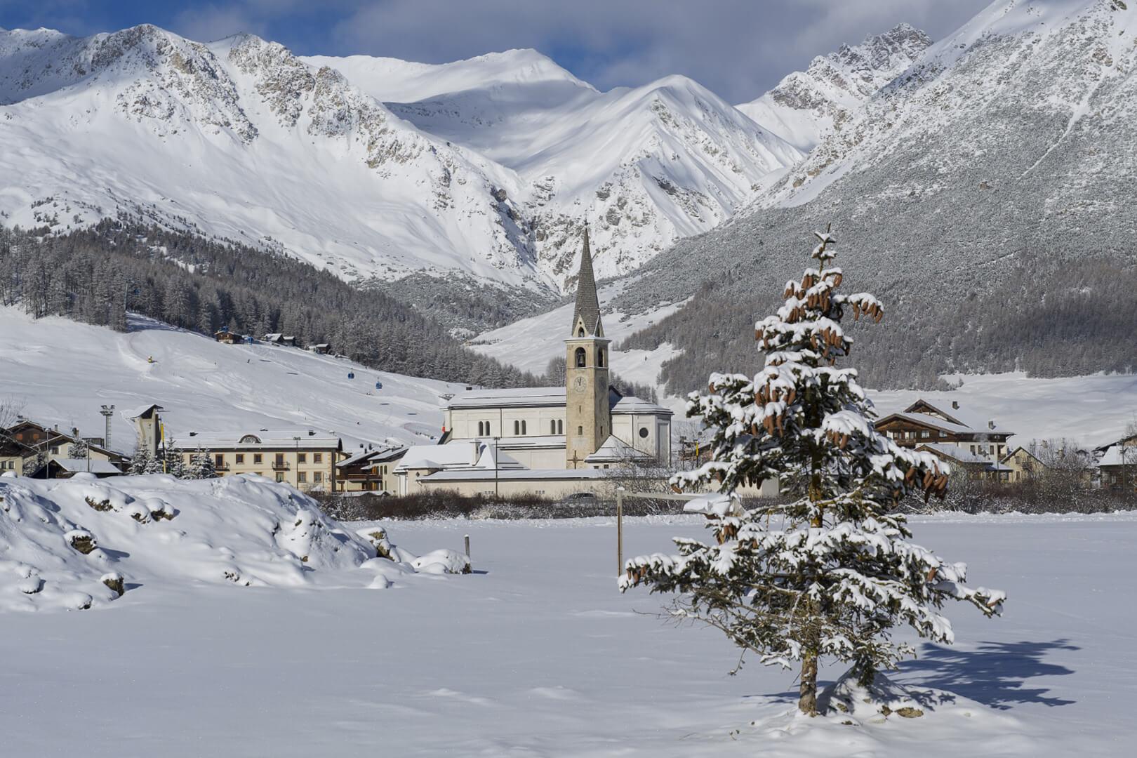 La chiesetta di Livigno a pochi km dall'Husky Village