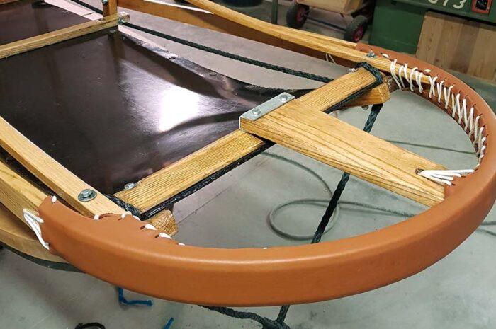 riparazione artigianale nel laboratorio Husky Village